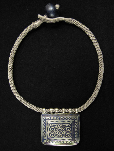 Asian Tribal Art - Enamel pendant necklace, Pakistan
