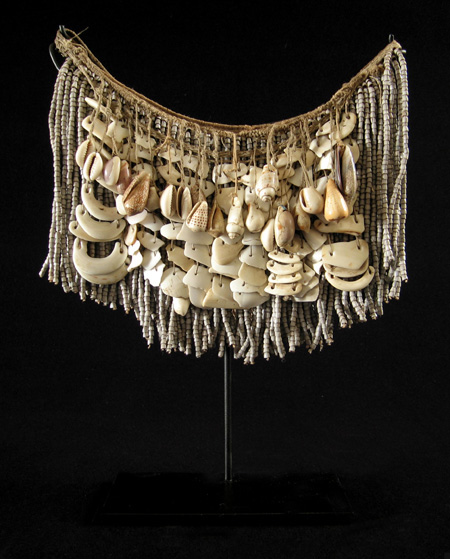Oceanic Art - Shell cache-sex, West Sepik, Papua New Guinea