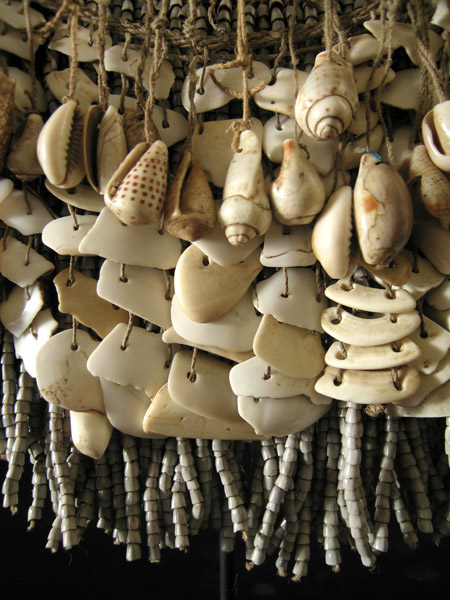 Oceanic Art - Shell cache-sex, West Sepik, Papua New Guinea, detail