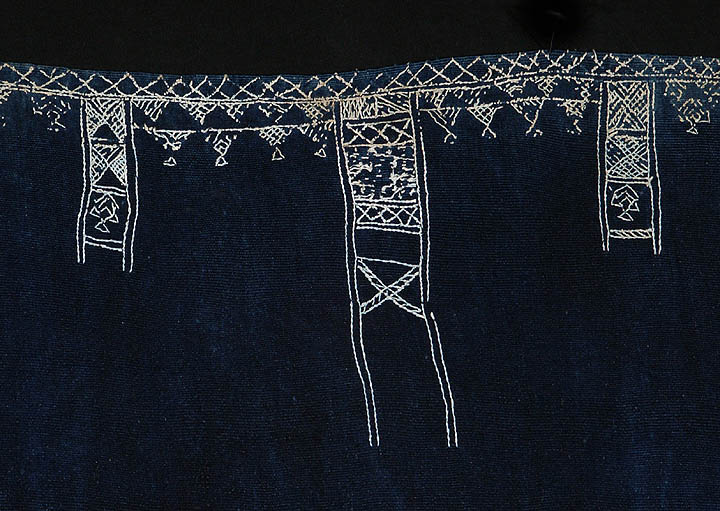 Indigo baknough woolen shawl, Tunisia or Libya, detail